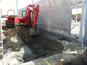 Pelleteuse 7 tonnes fouille pour intégrer la fosse de garage préfabriquée